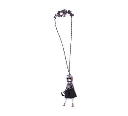 Sautoir Lolilota Poupée robe noire à pois blancs écharpe et chapeau gris