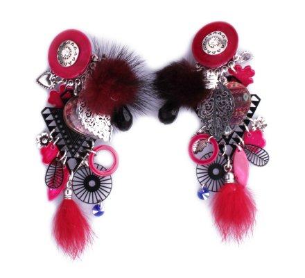 Boucles d'oreilles Lolilota à clips breloques cœur et pompons rouges
