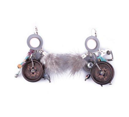 Boucles d'oreilles LOL breloques Bouton ciselé pompon et tissu liberty grises