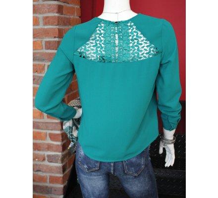 T-shirt vert manches longues dos fleuri ajouré