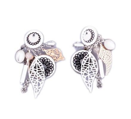 Boucles d'oreilles Lolilota à clips rosace et plumes filigrane blanches